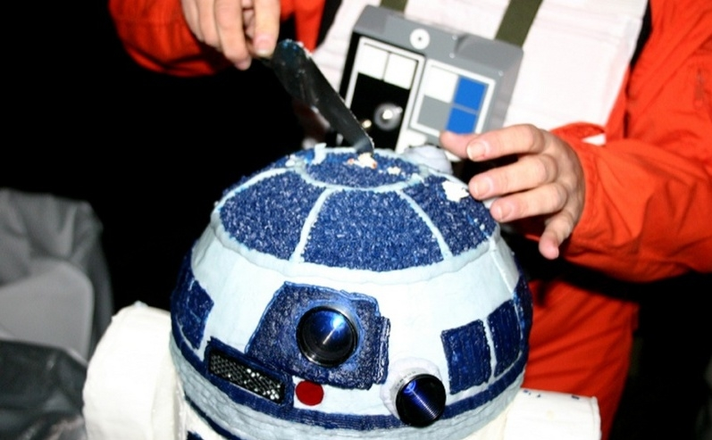 bigr2d2weddingcake