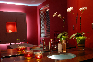 A Red Treatment Spa-Room