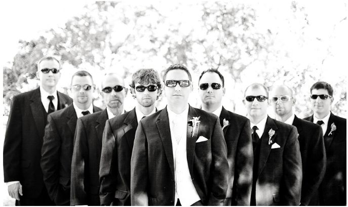 groomsmen-wearing-sunglasses