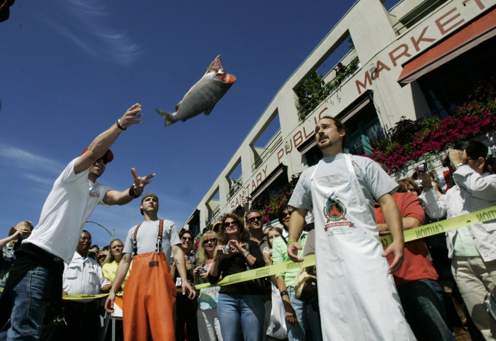throwing fish at pike place market