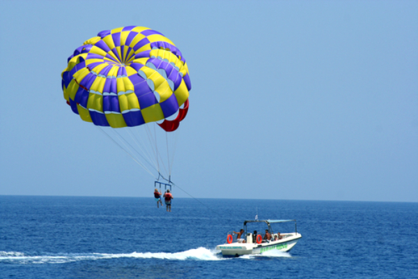 honeymoon parasailing
