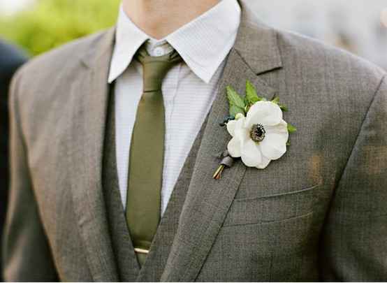 groom-rustic-barnyard-wedding-attire