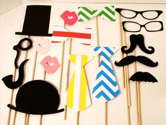 props for an outdoor wedding photobooth