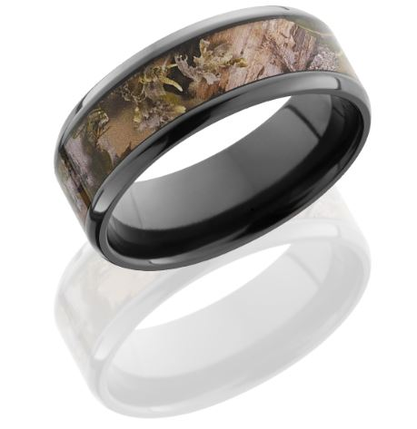 Is your groom a lover of the great outdoors? Check out this handsome camo ring from Camo Ever After